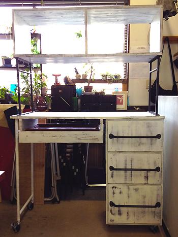 キッチンの棚、完成!_b0262124_22364420.jpg