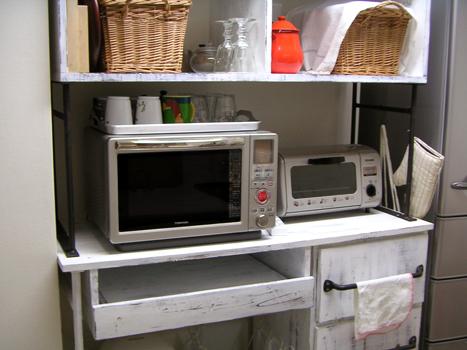 キッチンの棚、完成!_b0262124_22383856.jpg
