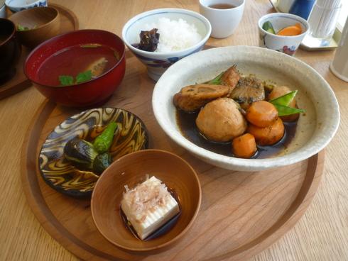 渋谷ヒカリエ D&DEPARTMENT 「d47食堂」 で 幼馴染のきよちゃんと 待ち合わせ♡*・。♬♪*† _a0053662_21315472.jpg