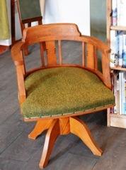 座ってねと椅子が_d0263815_1438152.jpg