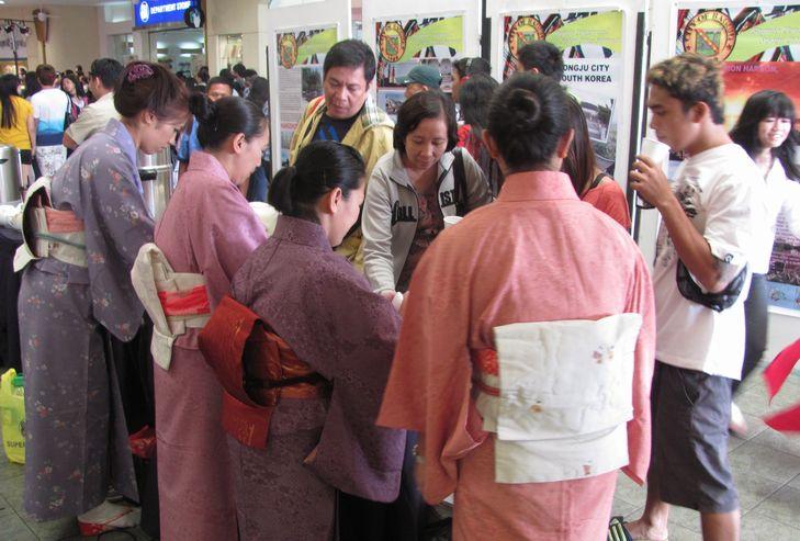 「姉妹都市Exhibit」 ピカチュウ・ドラえもん 頑張る! in Baguio_a0109542_1673346.jpg