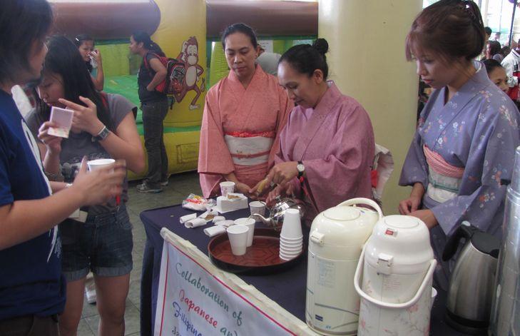 「姉妹都市Exhibit」 ピカチュウ・ドラえもん 頑張る! in Baguio_a0109542_169720.jpg