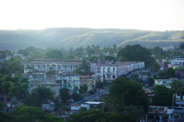 キューバ (67) サンティアゴ・デ・クーバの朝_c0011649_6155131.jpg