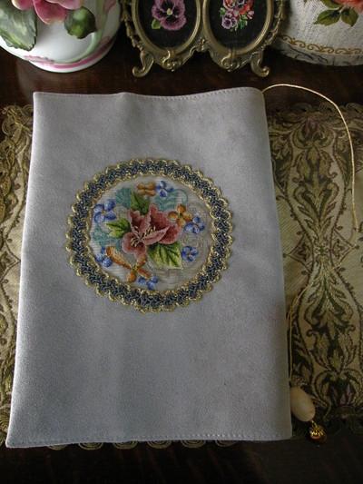 オーストリア刺繍のブックカバー_f0226886_1332816.jpg