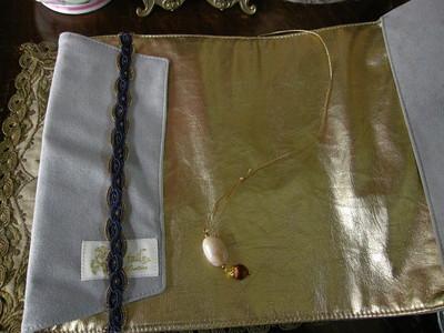 オーストリア刺繍のブックカバー_f0226886_13362599.jpg