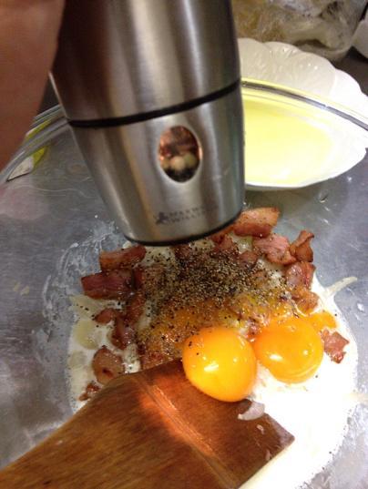 /// 今日のおばんざいは朝野家館主の『カルボナーラ・スパゲティ』の簡単レシピです ///_f0112434_23205211.jpg