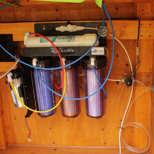貯水タンク設置。_d0221436_19415549.jpg