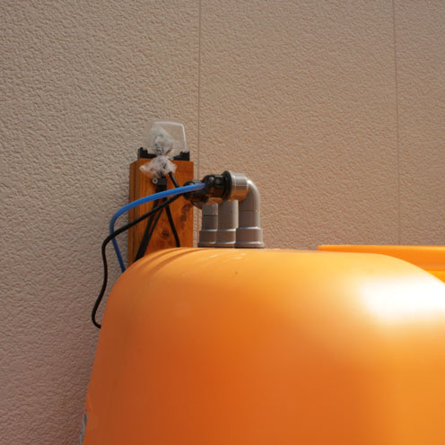 貯水タンク設置。_d0221436_1943157.jpg