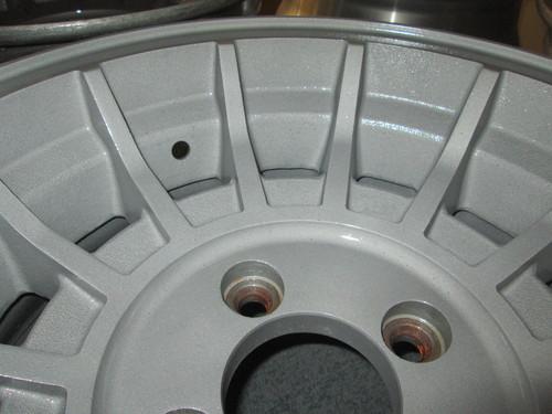 アルミホイール修理・リフレッシュ 、 パウダーコート(粉体塗装) 、 フロッキーコート(植毛塗装)_a0196542_1151197.jpg