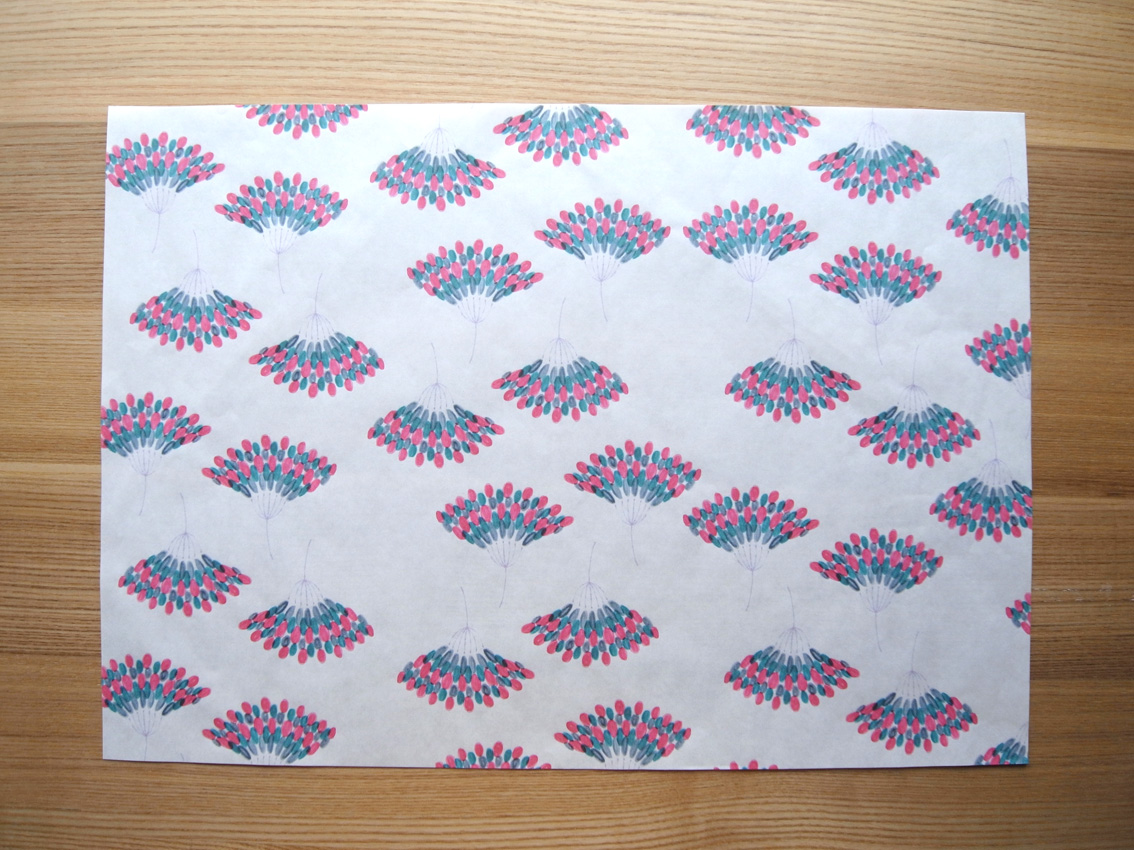 MARUU POSTCARDS AND WRAPPING PAPERS_e0216816_1371497.jpg
