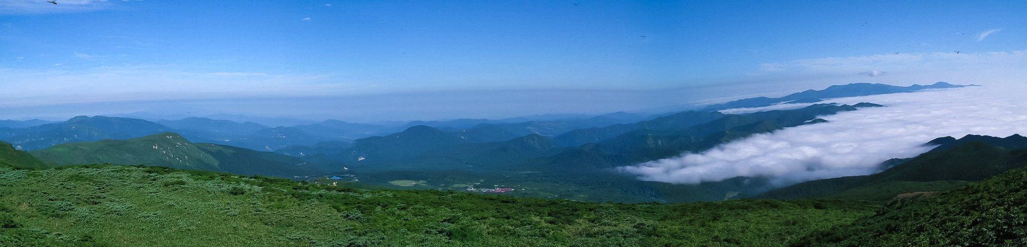栗駒山山頂のパノラマ_f0044056_6462060.jpg
