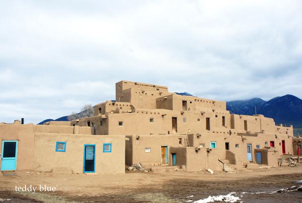 Taos Pueblo, New Mexico  タオス プエブロ 世界遺産_e0253364_1338691.jpg