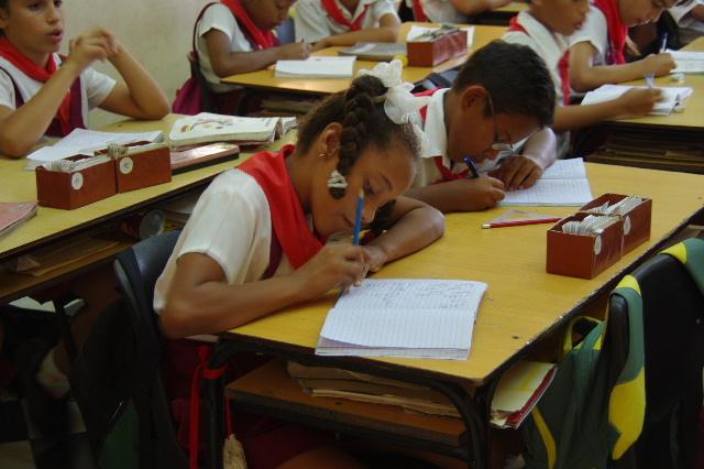 キューバ (70) モンカダ兵営博物館 その2 小学校編_c0011649_23433897.jpg