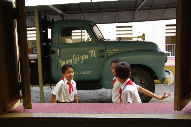 キューバ (70) モンカダ兵営博物館 その2 小学校編_c0011649_23444665.jpg