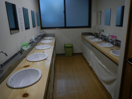 綺麗な洗面所_e0120896_775216.jpg