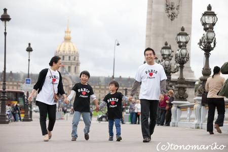 パリ最後の日。家族の記念写真を撮って空港へ!_c0024345_5174398.jpg