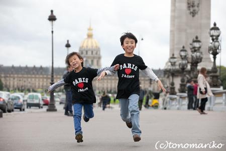 パリ最後の日。家族の記念写真を撮って空港へ!_c0024345_5181468.jpg