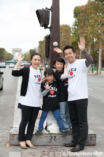 パリ最後の日。家族の記念写真を撮って空港へ!_c0024345_5192429.jpg