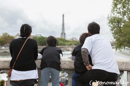 パリ最後の日。家族の記念写真を撮って空港へ!_c0024345_519579.jpg