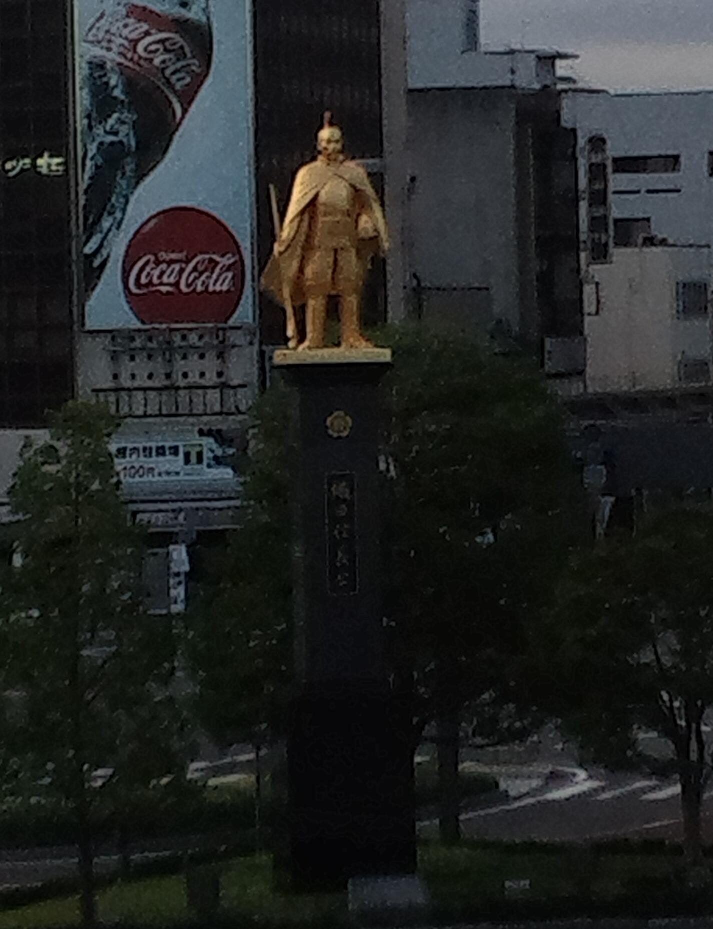 岐阜駅の信長像 (岐阜市)_e0180752_18175832.jpg