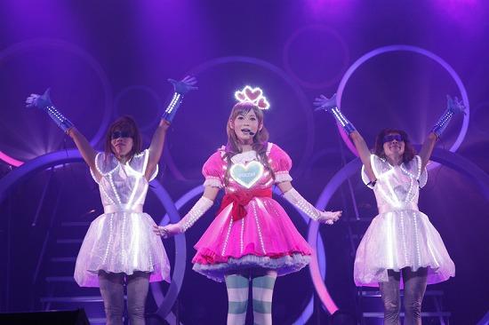 デビュー10周年を迎えた中川翔子、思い出の渋谷公会堂で「ただいま」_e0197970_0183770.jpg