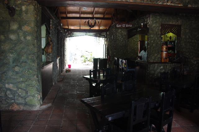 キューバ (71) レストラン El Barracon で休憩。そして空港へ_c0011649_0593617.jpg
