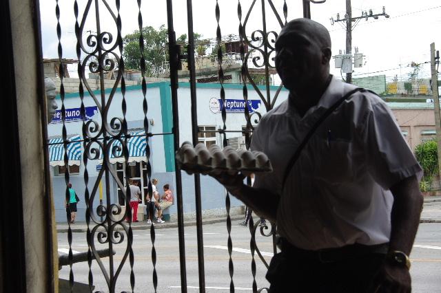 キューバ (71) レストラン El Barracon で休憩。そして空港へ_c0011649_133649.jpg