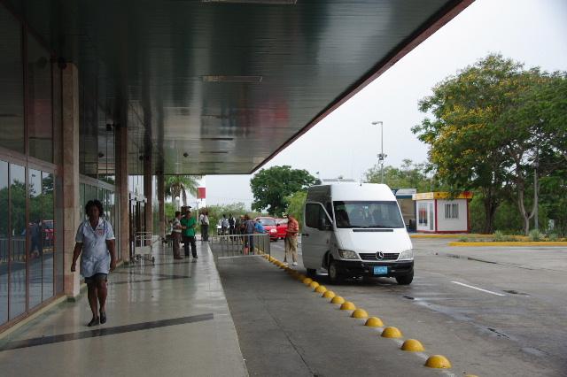 キューバ (73) サンティアゴのアントニオ・マセオ空港_c0011649_1615762.jpg