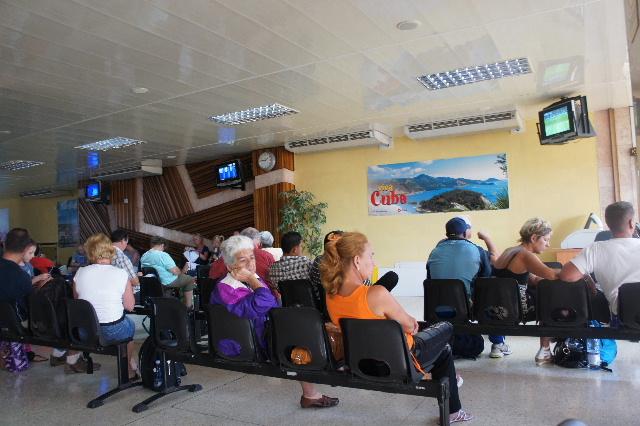 キューバ (73) サンティアゴのアントニオ・マセオ空港_c0011649_162687.jpg