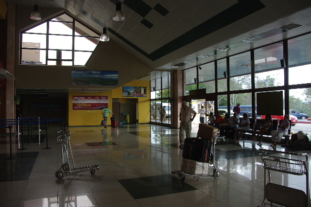 キューバ (73) サンティアゴのアントニオ・マセオ空港_c0011649_168159.jpg