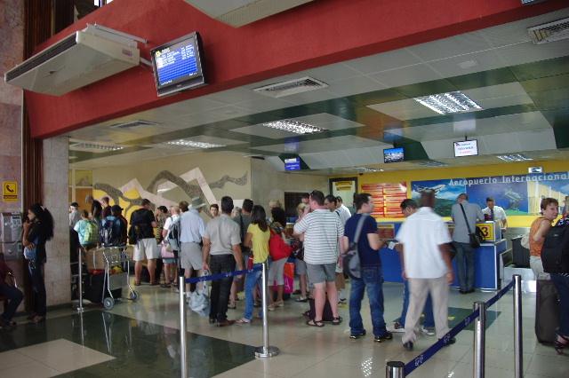 キューバ (73) サンティアゴのアントニオ・マセオ空港_c0011649_1681629.jpg