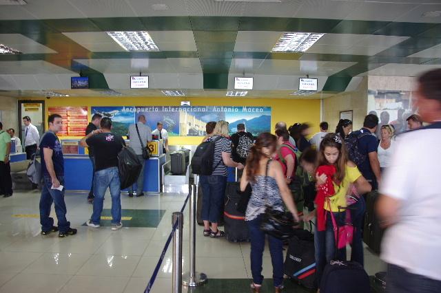 キューバ (73) サンティアゴのアントニオ・マセオ空港_c0011649_1695262.jpg