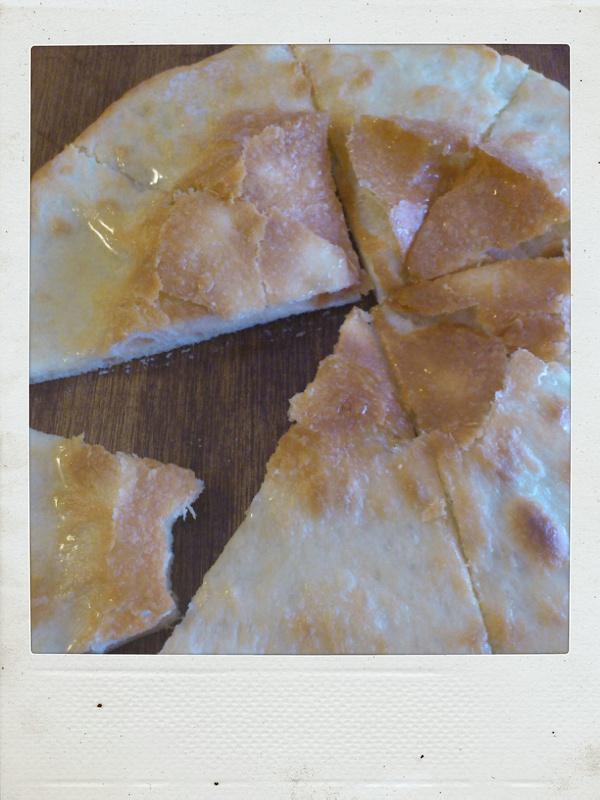 冷凍ピザ生地を使って。_b0065587_1673137.jpg