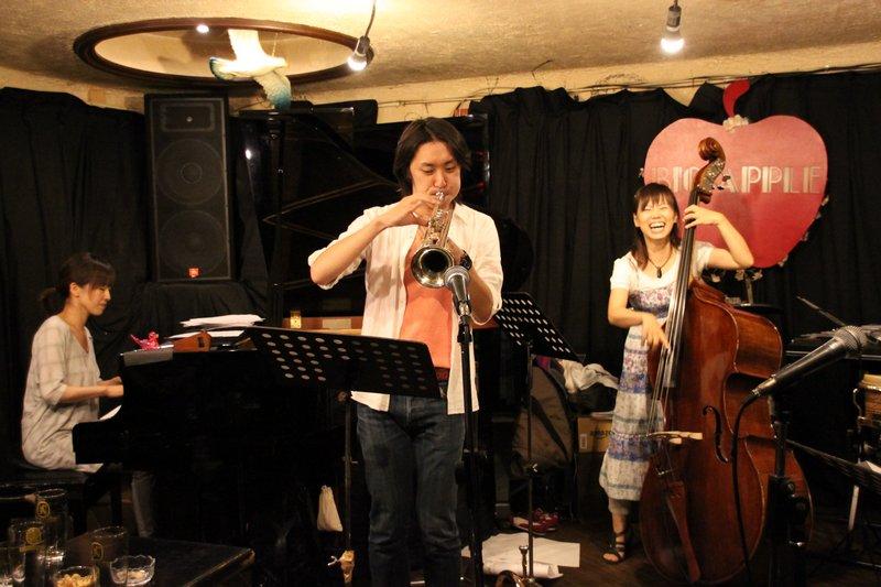 THE TOMOMI AZUMA TRIO「屋久島組l曲」発売記念ライブがあったり。_f0042307_0333616.jpg