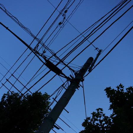 [ほぼ無関係な写真]Electric wire_e0246661_9574536.jpg