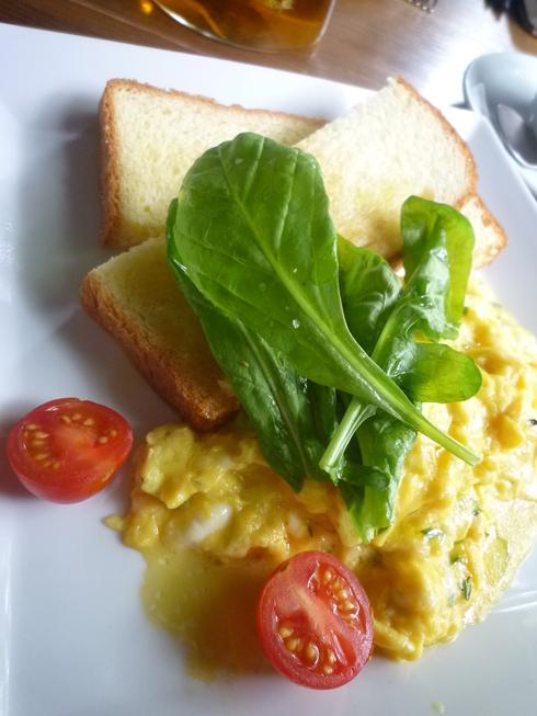 アイビープレースで 朝食を。。。+熟成肉の中勢以@田園調布。。。♡。..。.゚。*・。♬♪*† _a0053662_15574781.jpg