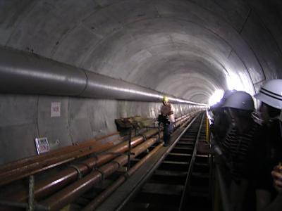 巨大な雨水貯留管を見る_f0078286_11304392.jpg