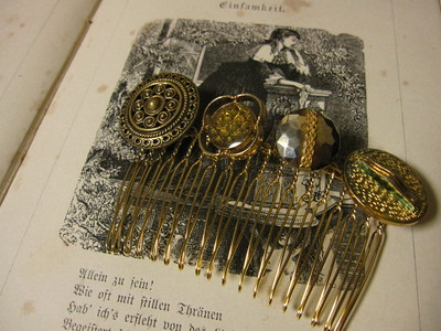 ドイツヴィンテージボタンのヘアコーム_f0226886_21154622.jpg