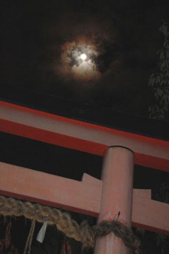 一日遅れの満月観賞_e0048413_22433672.jpg