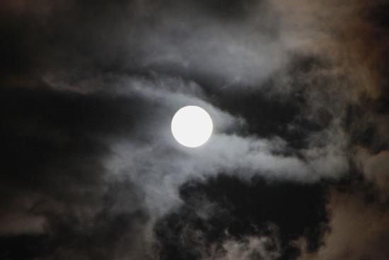 一日遅れの満月観賞_e0048413_22444770.jpg