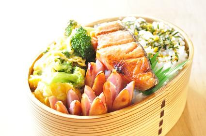 塩鮭とブロッコリーのお弁当_b0171098_8252258.jpg
