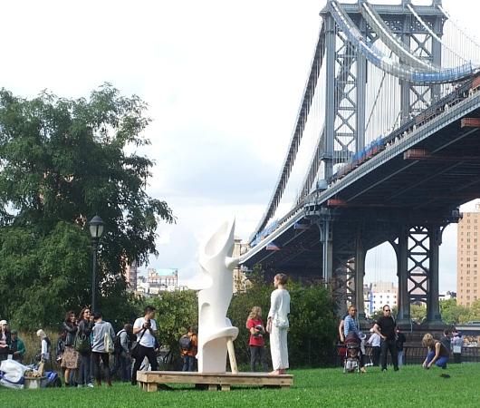 NYのアートフェスティバルで恒例のアートとダンスの融合パフォーマンス_b0007805_12444976.jpg