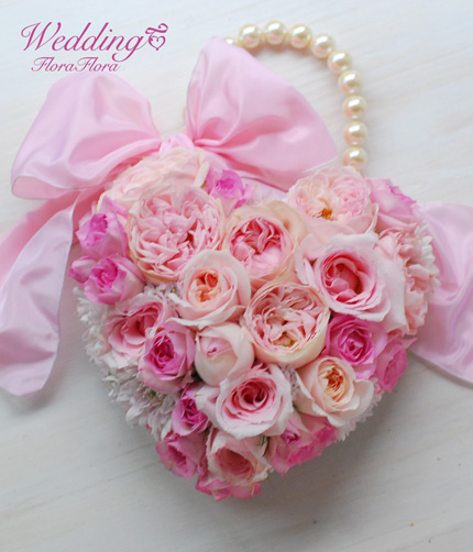 花時間ウェディングVol.2 掲載ブーケ 素敵な名前のバラたちで*ハートのバッグブーケ_a0115684_815241.jpg