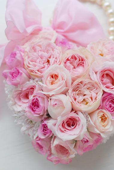 花時間ウェディングVol.2 掲載ブーケ 素敵な名前のバラたちで*ハートのバッグブーケ_a0115684_815869.jpg