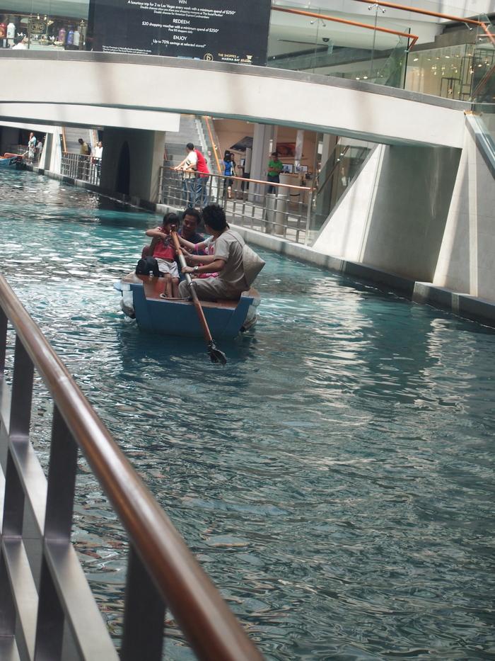 2012 6月 シンガポール 22  Marina Bay Sands の中を散歩_f0062122_9433212.jpg