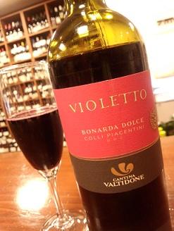 イタリア 冷やして飲む甘口赤ワイン・・・_a0254125_21421466.jpg