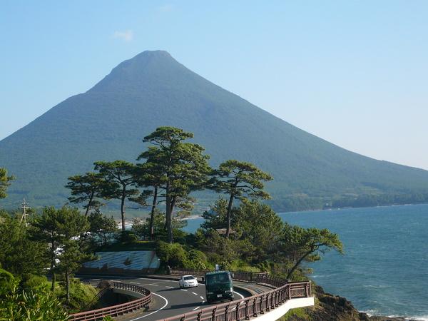 開聞岳と反対方向を見ると、美しい東シナ海が。 木洩れ陽*カフェ