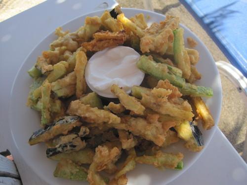 ギリシャのお料理は案外とてもおいしかったです。_e0131324_23393153.jpg