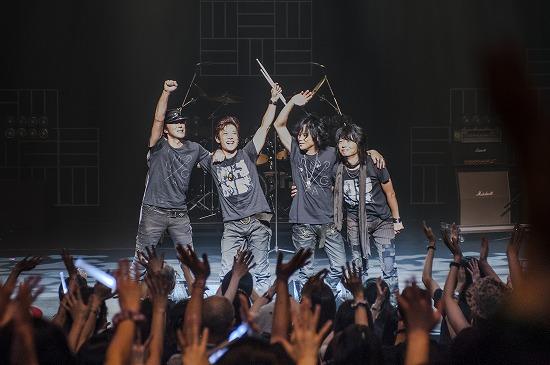 """17年ぶりT-BOLANらによる""""BEING LEGEND""""Live Tour 2012がついに開幕_e0197970_0223297.jpg"""