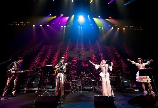 """17年ぶりT-BOLANらによる""""BEING LEGEND""""Live Tour 2012がついに開幕_e0197970_0233620.jpg"""
